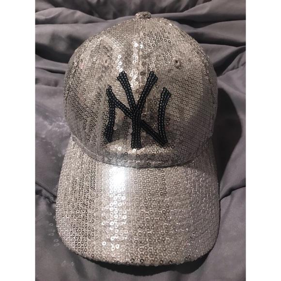 faeda117 RARE!!!💙 New York Yankees Sequin Baseball Hat ⚾️ NWT